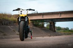 Flying start: An supermoto from a first-time builder Yamaha Mt07, Cafe Racer Magazine, New Number, Block Painting, Alfa Romeo Cars, Bmw Series, Street Tracker, Triumph Bonneville, Bmw Motorcycles