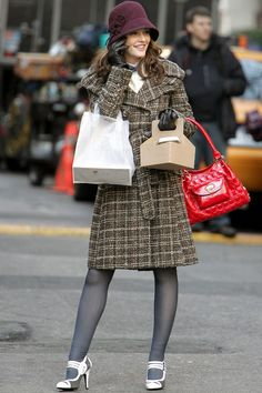 When it comes to looking chic whatever the weather, Miss Waldorf seriously ups her game. From the gorgeous plum hat, through the belted checked coat to the perfectly preppy heels, this look is flawless.