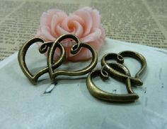 10X Atq Bronze Heart to Heart Charm  Y369