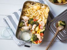 Ofenhähnchen mit buntem Gemüse und Pasta