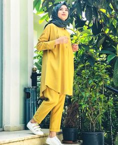 Young Hijab Within the last few 30 years, the evolution of fashion has been doing Pakistani Fashion Casual, Modern Hijab Fashion, Pakistani Dresses Casual, Modesty Fashion, Street Hijab Fashion, Hijab Fashion Inspiration, Fashion Outfits, Casual Hijab Outfit, Hijab Chic