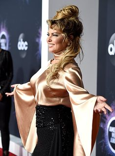 Shania Twain at the 2019 American Music Awards Country Music Awards, American Music Awards, Brunette To Blonde, Brunette Beauty, Girl Country Singers, Shania Twain Pictures, Hair Movie, Rock And Roll Girl, Beautiful Celebrities