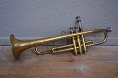 Trompette Huttl ancien vintage rétro instrument de musique cuivre déco musique années 50 bohème curiosité antic brass trompet bohemian deco midcentury