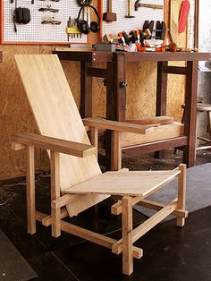 Red and Blue7 Wooden Pallet Projects, Diy Furniture Projects, Sofa Furniture, Pallet Furniture, Furniture Plans, Furniture Design, Outdoor Furniture, Rietveld Chair, Bauhaus Architecture