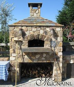 Outdoor pizza oven, I like that this has lights.
