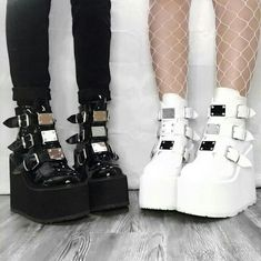 Aesthetic Grunge Outfit, Aesthetic Shoes, Aesthetic Clothes, Edgy Outfits, Grunge Outfits, Cute Casual Outfits, Kawaii Shoes, Kawaii Clothes, Emo Clothes