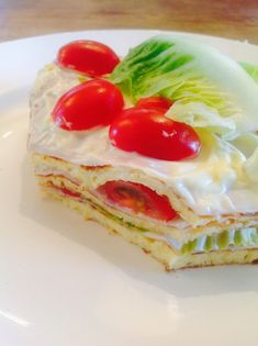 - - Avocado Mousse Cake - Avocado mousse with caramelized Pecans layered on a delicious White Chocolate cake served over a strawberry sauce. Low Carb Lunch, Low Carb Breakfast, Low Carb Recipes, Cooking Recipes, Good Food, Yummy Food, Cake Servings, Just Desserts, I Foods