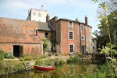 Idyllic riverside house and gardens - Houses for Rent in Bungay, Suffolk, United Kingdom Riverside House, Holiday Apartments, Renting A House, United Kingdom, Villa, Home And Garden, Cottage, Cabin, Mansions