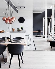Black and white but with a little shine from the Rose Gold metallic items. . For all your real estate needs CLICK LINK IN BIO or call (512)777-9272 . #austinrealestate #movingtoaustin #austindreamhome #milliondollarlistingaustin #NYC #Chicago #Miami #LosAngeles #Sanfran #Seattle #LasVegas #austintexas #austinrealtor #atx #atxlife #RealtorExtraordinaire #sellers #topdollar #rosegold #blackandwhitedecor #homedecor #rosegoldlamp #monotone