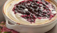 Citroenpudding met blauwe-bessencompote - Culy.nl