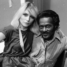 The late great Chuck Berry with Blondie's Debbie Harry on his lap, taken by guitarist and her then-beau, Chris Stein. Blondie Debbie Harry, Soul Singers, Female Singers, Rock N Roll Music, Rock And Roll, Chris Stein, Meeting Of The Minds, Gladys Knight, Women Of Rock