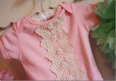 A little bit of vintage lace is all that Melanie from The Crafty Cupboard need to take a plain pink onesie and make it swoon-worthy cute. This would make the sweetest baby gift! Read more at The…