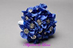 Bouquet ramo de flores de tela en azul klein y botón plateado  606619349 algodondeluna@gmail
