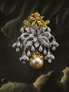 Bina Goenka, who makes bespoke pieces for Mumbais, as well as the worlds, jet set, wants to give her buyers jewels that are collectors items