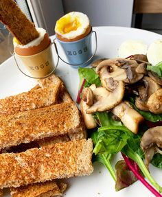 🍳DIPPY EGGS!🍳 ⭐Syn free!⭐ The perfect Slimming World breakfast! This is a great Slimming World recipe idea. You should add it to your next meal plan. It's a quick recipe that is syn free.  Check out my blog for loads more delicious Slimming World recipes Slimming World Dinners, Slimming World Breakfast, Slimming World Recipes, Vegetarian Breakfast, Vegetarian Dinners, Vegetarian Recipes, Healthy Recipes, Syn Free, Quick Recipes
