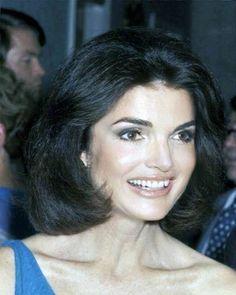 trendy iconic women in history jackie kennedy Jacqueline Kennedy Onassis, John Kennedy, Jackie Kennedy Style, Les Kennedy, Jaqueline Kennedy, Iconic Women, Women In History, Thing 1, Hair Beauty