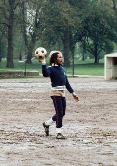 Bob Marley voelde 'flow' in zijn nummers en ik heb dat in het voetballen! Met andere woorden hier vergeet ik mijn tijd! HEERLIJK