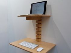 At IDS16: an affordable, minimal and ergonomic standing desk