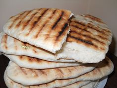 Turte ca la bunica Romanian Food, Food And Drink, Dairy, Bread, Cheese, Recipes, Rezepte, Breads, Baking