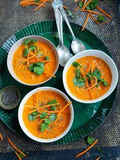 Har du prøvd brokkolisuppen med en vri? Vel, jeg gjør litt samme vri her, bare med gulrøtter. Rød curry paste gir suppen litt futt, kokosmelk runder av smaken. Synes du den blir litt tykk er det bare å spe på med med litt vann. For min del liker jeg at den er litt tjukk, innbiller [...]Read More... Raw Food Recipes, Veggie Recipes, Soup Recipes, Cooking Recipes, Healthy Recipes, Norwegian Food, Norwegian Recipes, Soup And Sandwich, Everyday Food