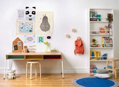 Kids room inspiration: houses and colors - Play with the colors. Have fun with the decoration of kids room! Casa Kids, Interior Blogs, Childrens Desk, Cool Kids Rooms, Kid Desk, Kids Corner, Kid Spaces, Kids Decor, Girl Room
