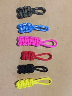 A paracord zipper pull is a wonderful project because it uses up the scrap paracord you might have left over from a bigger project. It is also quick and easy to do. Paracord Zipper Pull, Zipper Repair, Zipper Pulls, Girl Scouts, Wild Wolf, Knots, Hand Sanitizer, Lightroom, Macrame