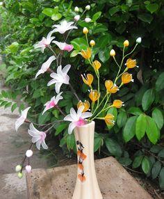 Sự kết hợp giữa hai loài Lan, chậu hoa voan tạo tính lịch sự cho cho những dãy cầu thang hay kệ sách nhà bạn. Mang trong mình sự rạch ròi và dứt khoát, chậu hoa Song Lan luôn dành cho những người tinh tế và lí trí nhất --- Giá: 155,000đ - Mã số: VL-16