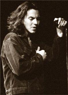 nobouchan: Eddie Vedder - Boston 1994