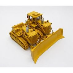 Caterpillar D9H SxS Dozer Set 1:48 Scale CCM CCMD9HSS Engine visible through open bay Individually-linked tracks with tensioners Movable ripper