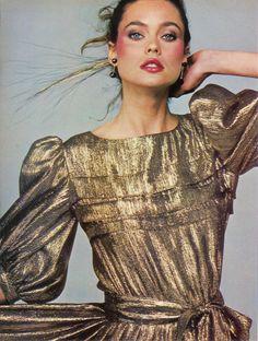 "the-original-supermodels: ""Carol Alt "" Vogue Fashion, 80s Fashion, Vintage Fashion, Fashion Outfits, Gold Fashion, Vintage Beauty, Fashion Fall, Vintage Style, Style Fashion"
