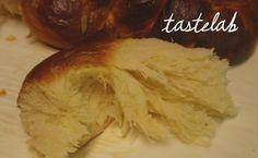 Καλύτερα, μέχρι που δοκίμασα τα μπούλαρ (kanelbullar)!  Έφτασε κάποια στιγμή το πλήρωμα του χρόνου για τις ζύμες με μαγιά. Ξεκίνησα... Greek Easter Bread, Greek Bread, Greek Cake, Cookbook Recipes, Sweets Recipes, Easter Recipes, Cooking Recipes, Greek Sweets, Greek Desserts