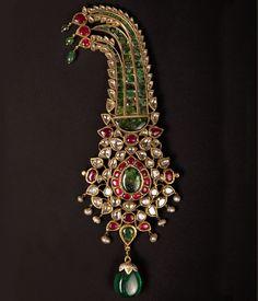 Mughal Jewelry, India Jewelry, Jewelry Art, Antique Jewelry, Fashion Jewelry, Jewelry Bracelets, Turban, Rajputi Jewellery, Marble Jewelry