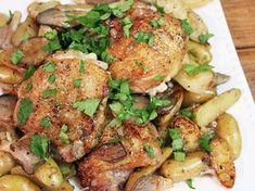 Κοτόπουλο με πατάτες, μανιτάρια, γραβιέρα σε σάλτσα μουστάρδας στο φούρνο