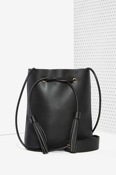 Leather Bucket Bag - Black ==