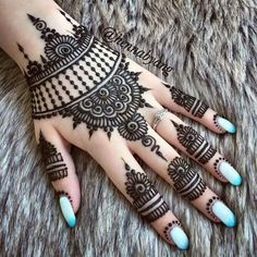 Mehndi Designs almost every female looking for who are interested in mehndi. Now you can see some fabulous and beautiful simple mehndi designs. Mehndi Designs For Girls, Mehndi Designs For Beginners, Modern Mehndi Designs, Mehndi Design Photos, Mehndi Designs For Fingers, Wedding Mehndi Designs, Beautiful Henna Designs, Beautiful Mehndi, Mehndi Images