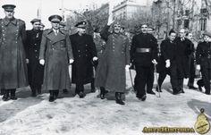 Spain - 1939. - GC - Franco en Barcelona, con jefes militares y de Falange