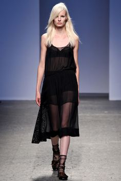No. 21 Spring 2014 Ready-to-Wear Fashion Show - Irene Hiemstra
