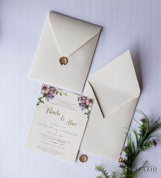 Convite de casamento com lacre de cera dourado, usando o monograma dos noivos. arte floral para download no site!