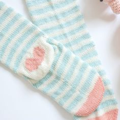 Make a cute pair of socks with this free knitting pattern.