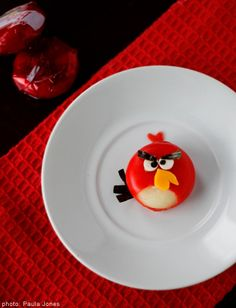 Babybel cheese as Angry Bird plus lots of other food ideas inspired by the game. thats so cool!