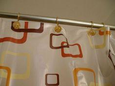 Si mantienes tu cuarto de baño con cortinas en la ducha, aquí tienes una serie de consejos para que parezcan nuevas cada día.