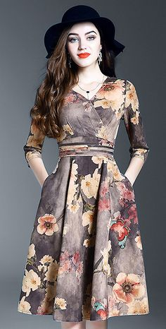 Chic V-Neck Floral Print Skater Dress Really nice dress. Don't usually like big florals, but these work great against the grey. Women's Fashion Dresses, Diy Fashion, Casual Dresses, Short Dresses, Fashion Looks, Pretty Outfits, Pretty Dresses, Jw Moda, Modele Hijab