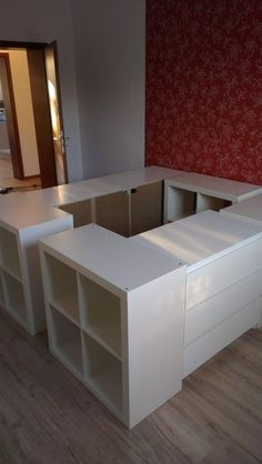 Bett mit stauraum ikea Mehr hacks kids bedroom small spaces Half a loft bed - IKEA Hackers Bedroom Dressers, Bedroom Furniture, Diy Furniture, Ikea Bedroom, Furniture Storage, Bedroom Apartment, Milk Crate Furniture, Murphy Bed Ikea, Murphy Bed Plans