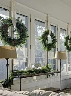 30 Insanely Beautiful Last-Minute Christmas Windows Decorating Ideas - Christmas Diy Decorations Decoration Christmas, Noel Christmas, Country Christmas, Xmas Decorations, Winter Christmas, Christmas Crafts, Christmas Windows, Christmas Window Wreaths, Wreaths In Windows