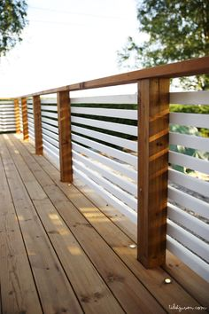 Wood Deck Railing, Balcony Railing Design, Fence Design, Deck Railing Ideas Diy, Horizontal Deck Railing, Front Porch Railings, Balcon Grill, Outdoor Spaces, Outdoor Living