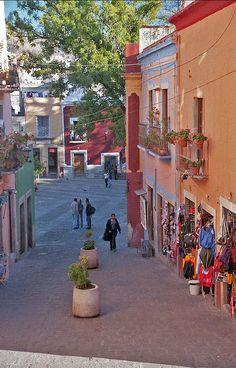 Guanajuato, Mexico Chequen los lugares más interesantes de la ciudad http://www.boxvot.mx/Rankings/Planes-imprescindibles-y-visitas-obligatorias-en-Guanajuato