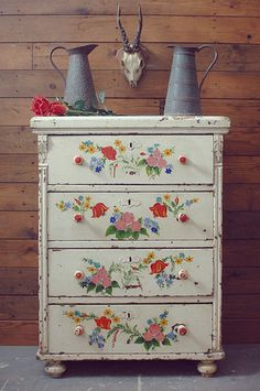 Folk art chest of drawers – Homestuff with History