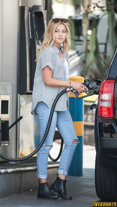 ((RP! She moved away so this is in Florida)) *She was putting gas in her car when she hears someone calling her name and i look up to see.... * ~Liv