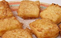 Leche Frita is a traditional Spanish dessert. It is a thick and creamy milk pudding, coated and fried. Taste these delicious fried custard squares! Spanish Desserts, Spanish Food, Spanish Recipes, Food N, Food And Drink, Donuts, Thermomix Desserts, Small Desserts, Sin Gluten