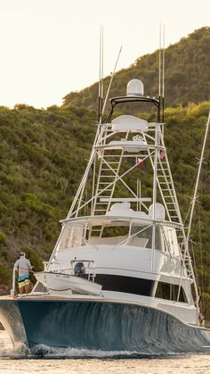 """American Custom Yachts """"que mas"""". Photo by Photography:. Best Picture For Fishing Boats sket Best Fishing Knot, Sea Fishing, Gone Fishing, Saltwater Fishing, Fishing Knots, Fishing Reels, Boat Sketch, Viking Yachts, Offshore Boats"""